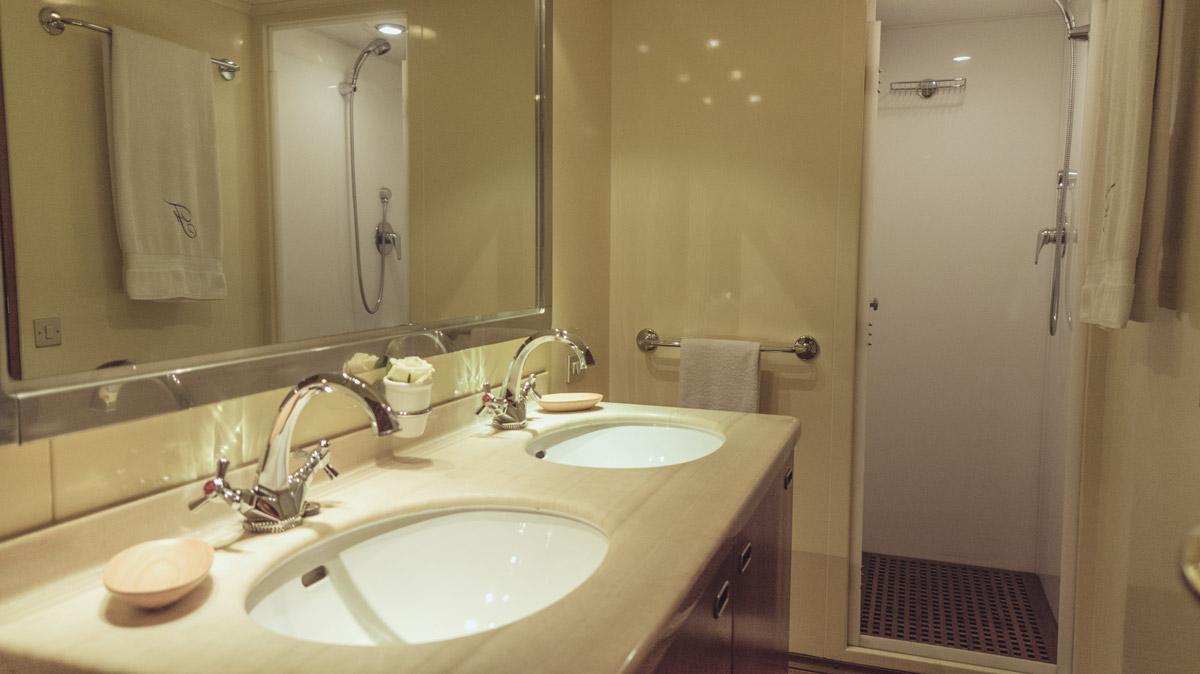M/Y Freemont interior toilet