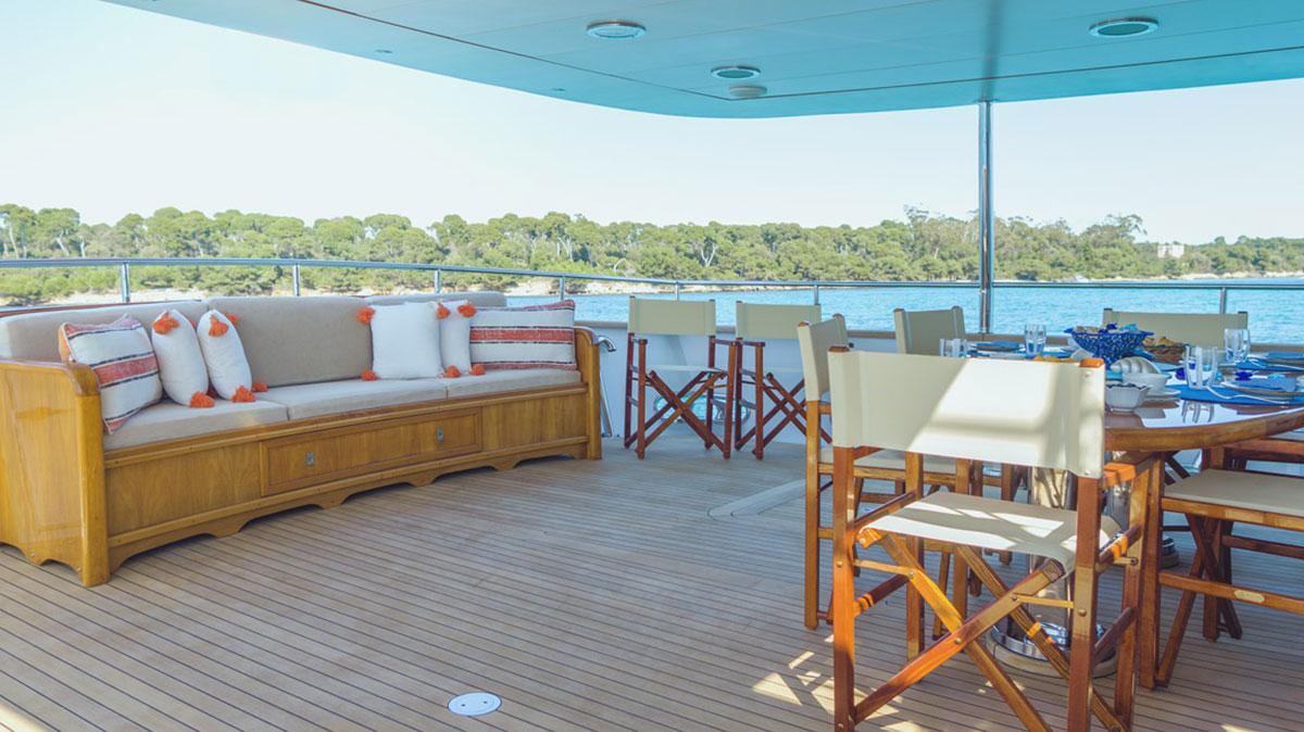 Freemont Motoryacht sale deck