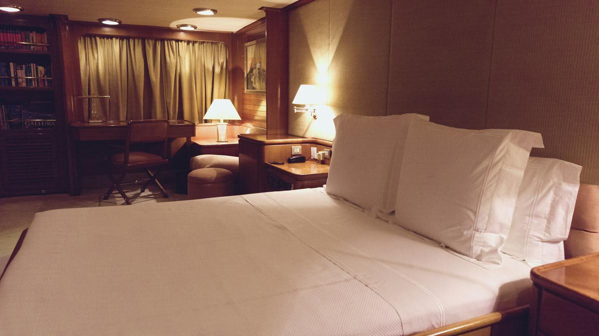 M/Y Freemont interior guest cabin