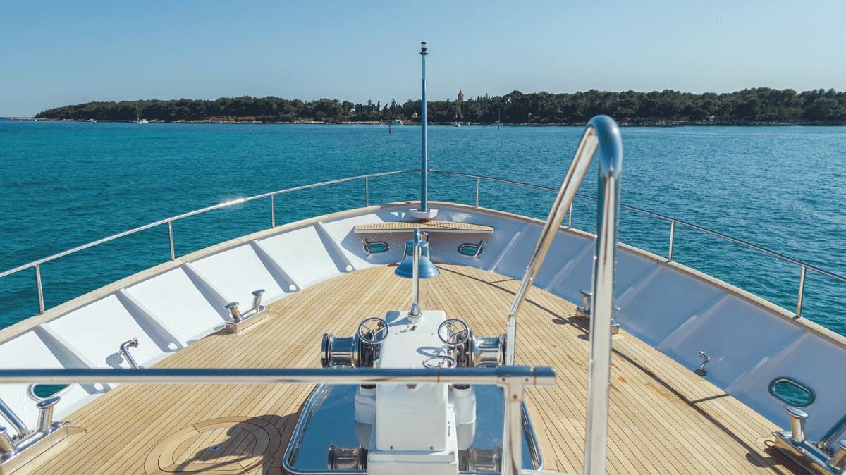 Freemont Motoryacht prow