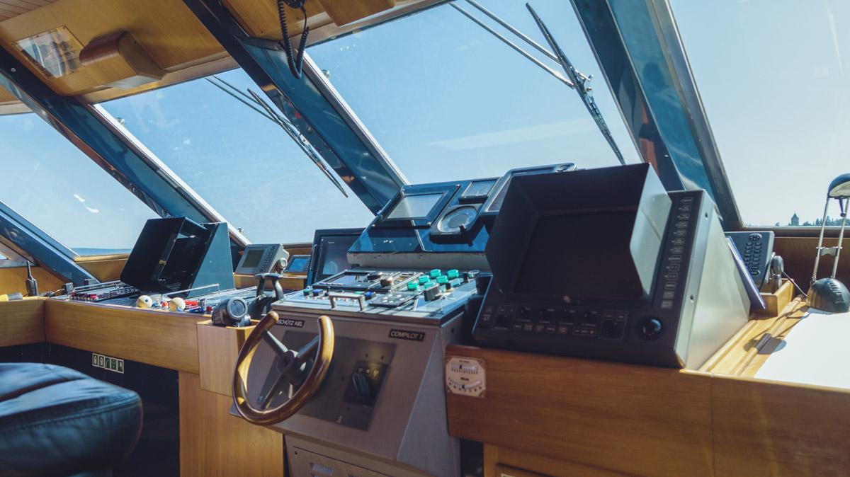 M/Y Freemont steering