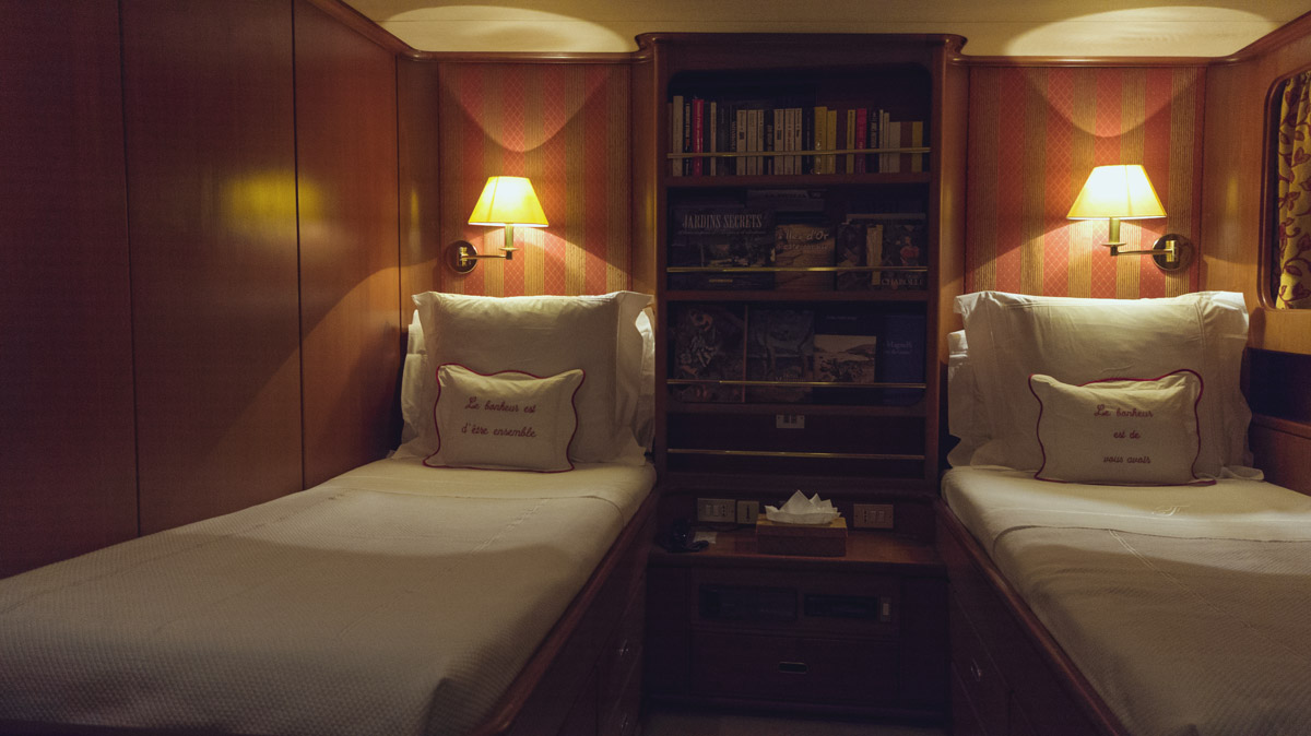M/Y Freemont interior twin cabin