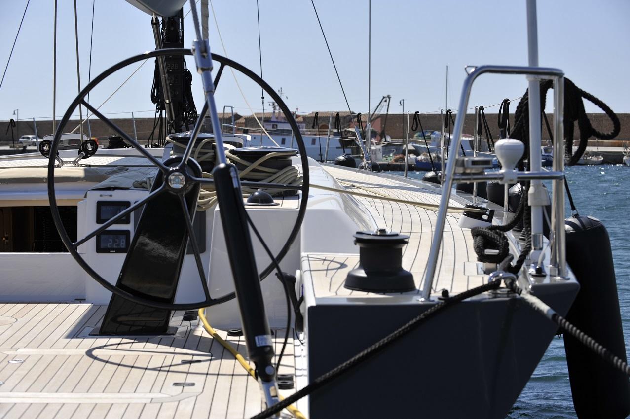 Felci71 yacht2000 blackoala helm