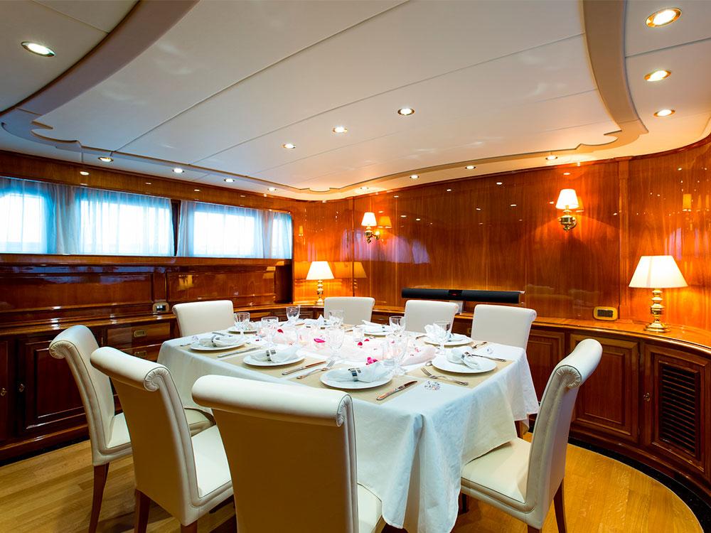 Libertus interior dining table