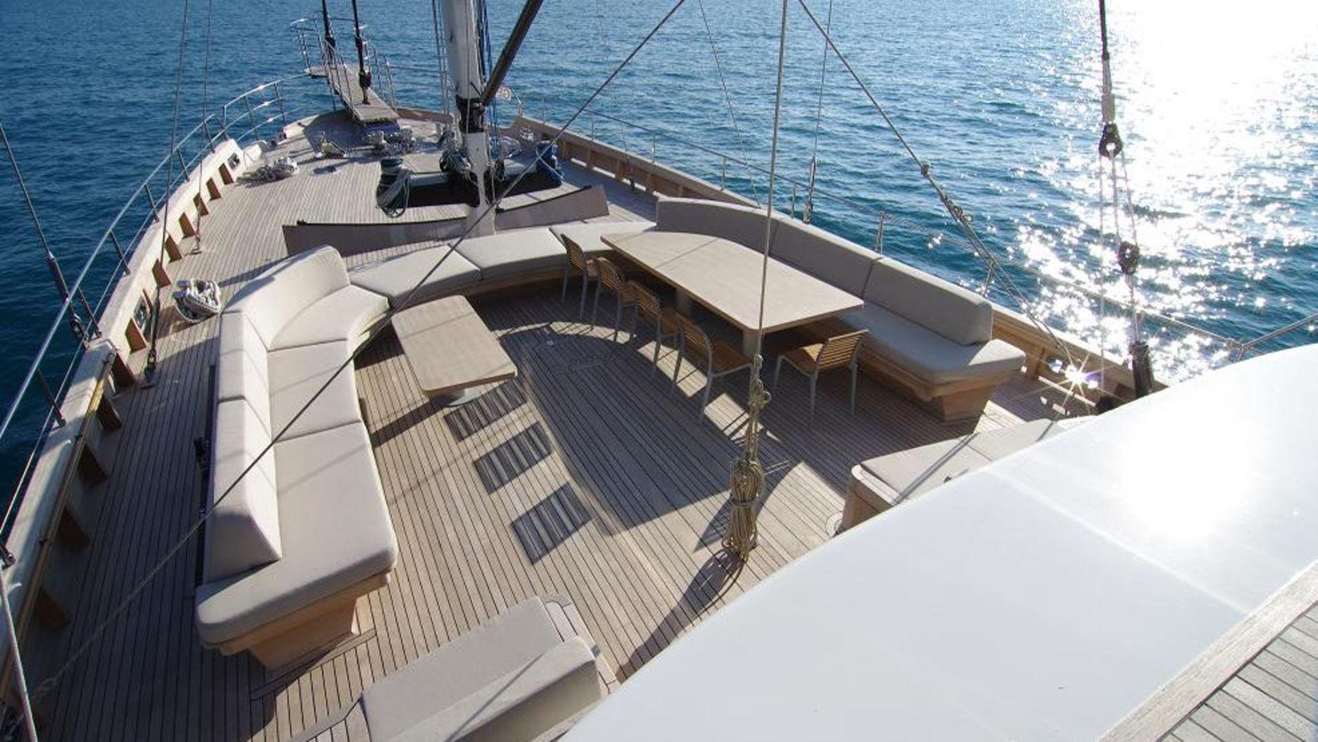 renaissance e andromeda yacht pozzetto