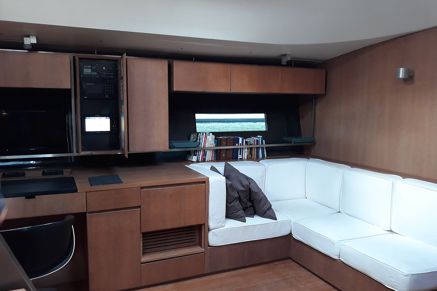 vismara78 yacht for sale interior