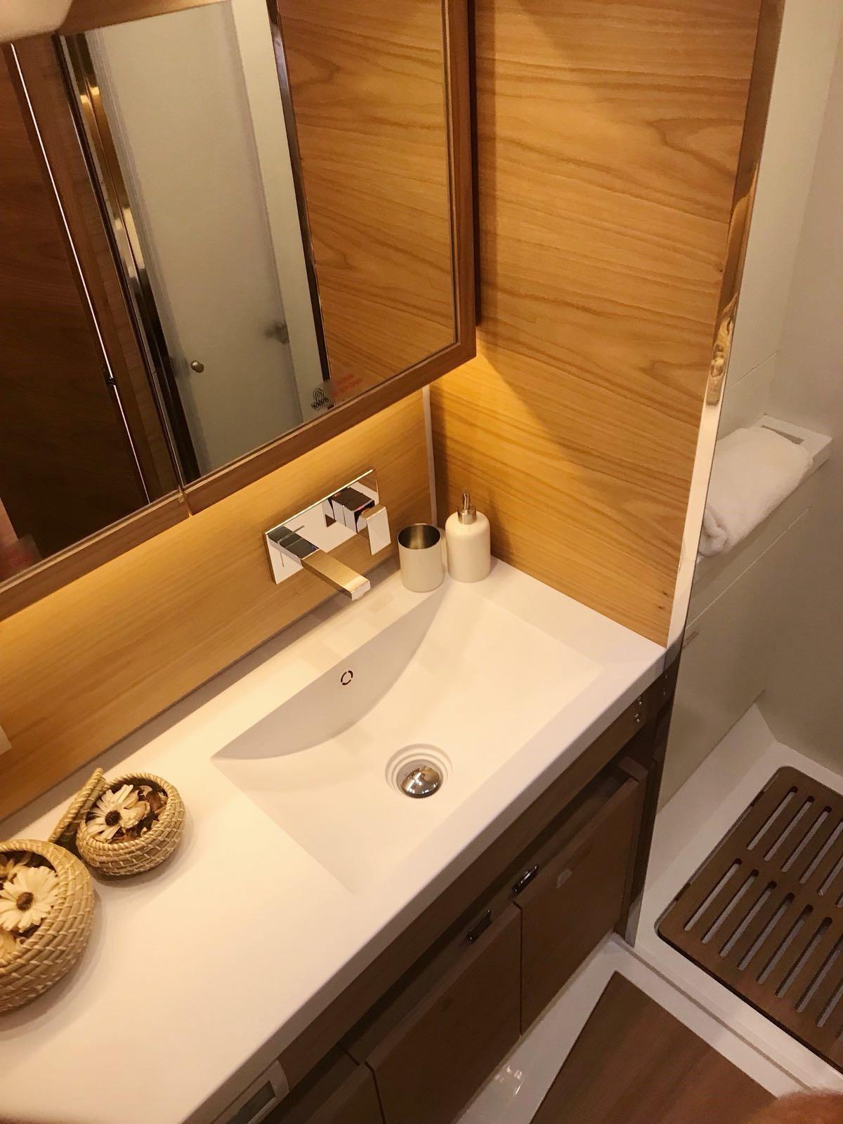 Solaris 68 bathroom
