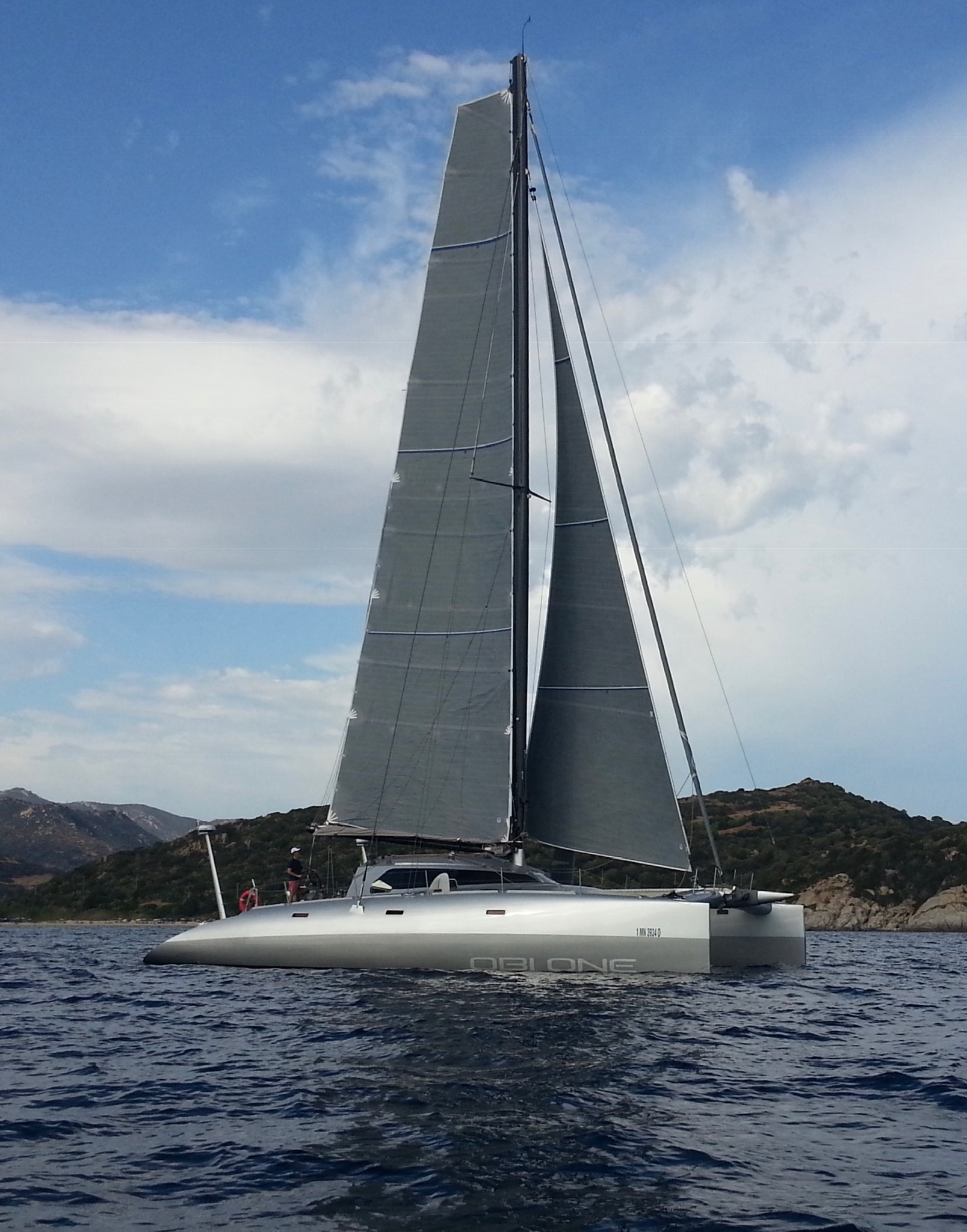 obi-one-catamaran-profile