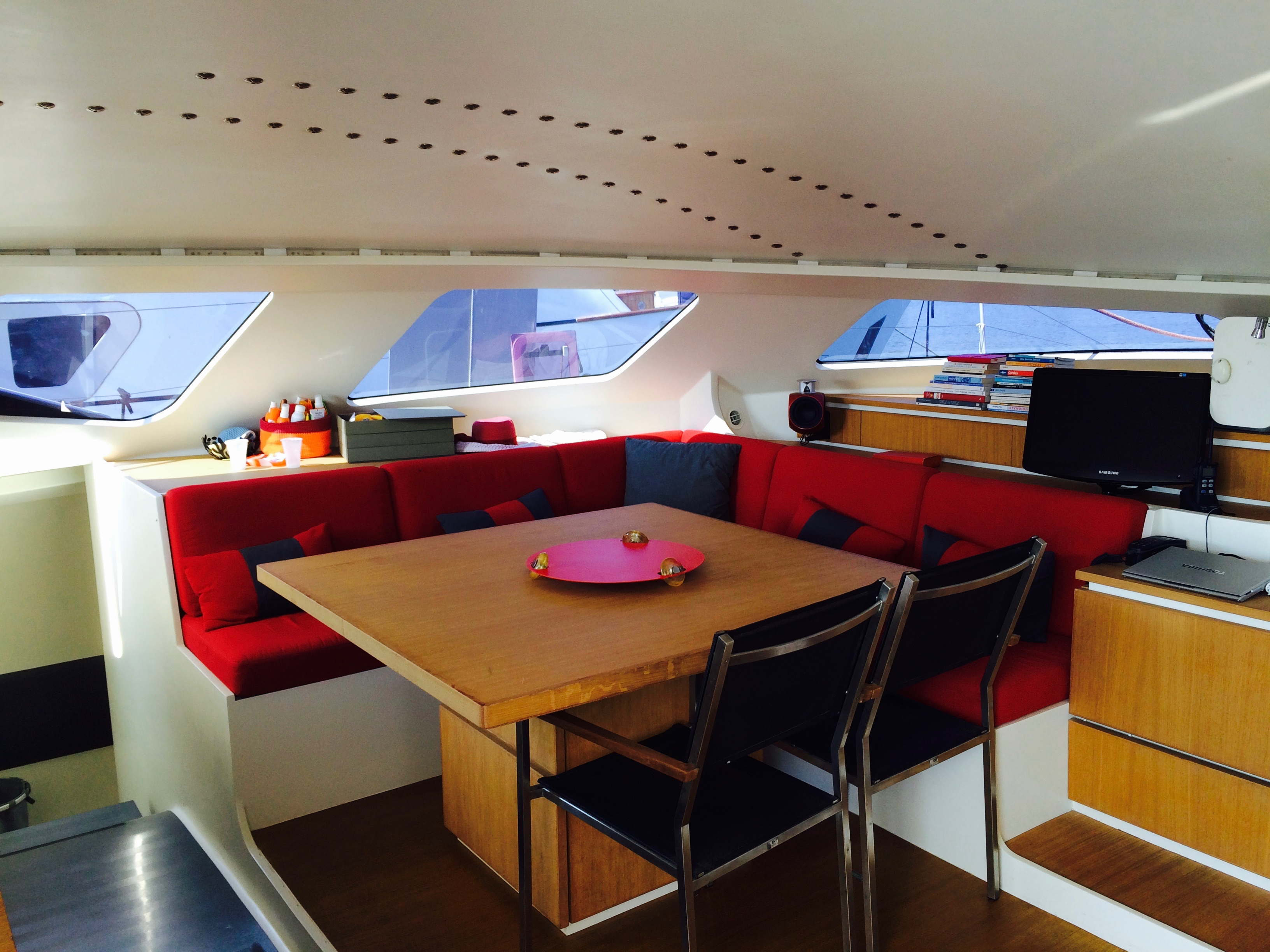 obi-one-catamaran-dining