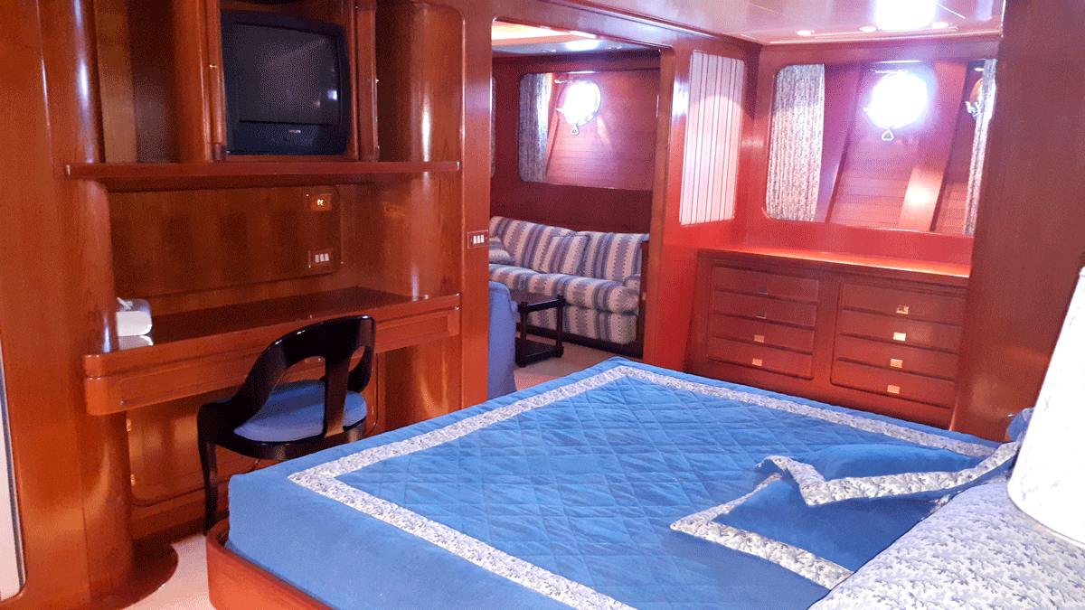 piropo iv yacht owner cabin