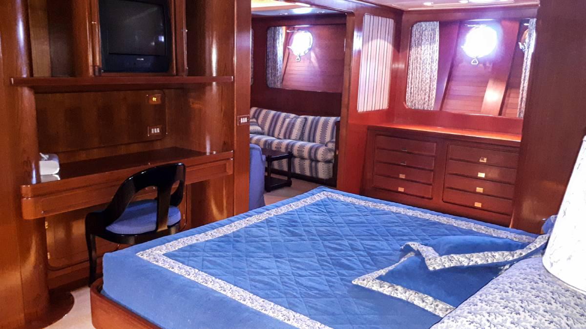Piropo IV master cabin
