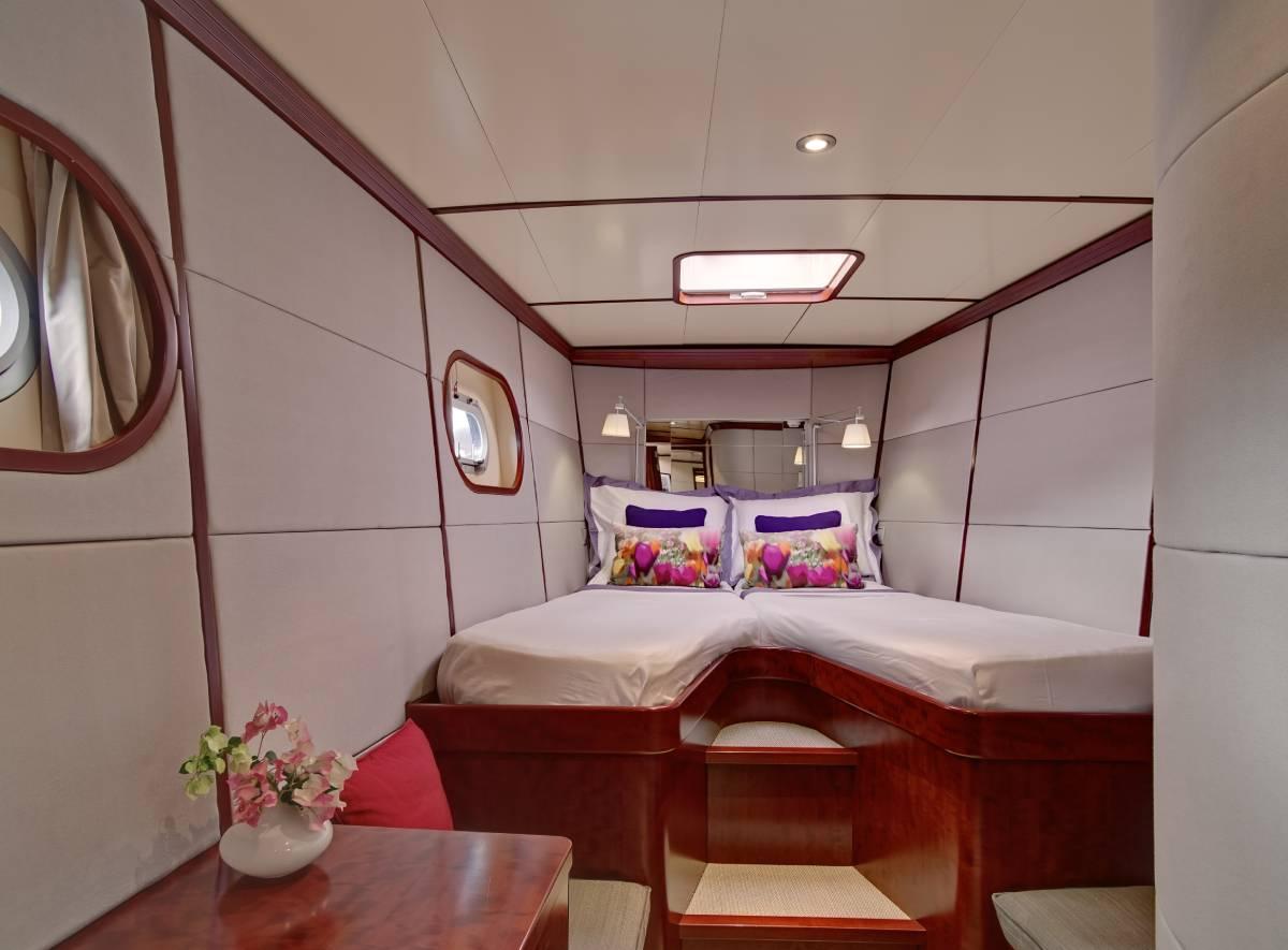 Azizam twin cabin