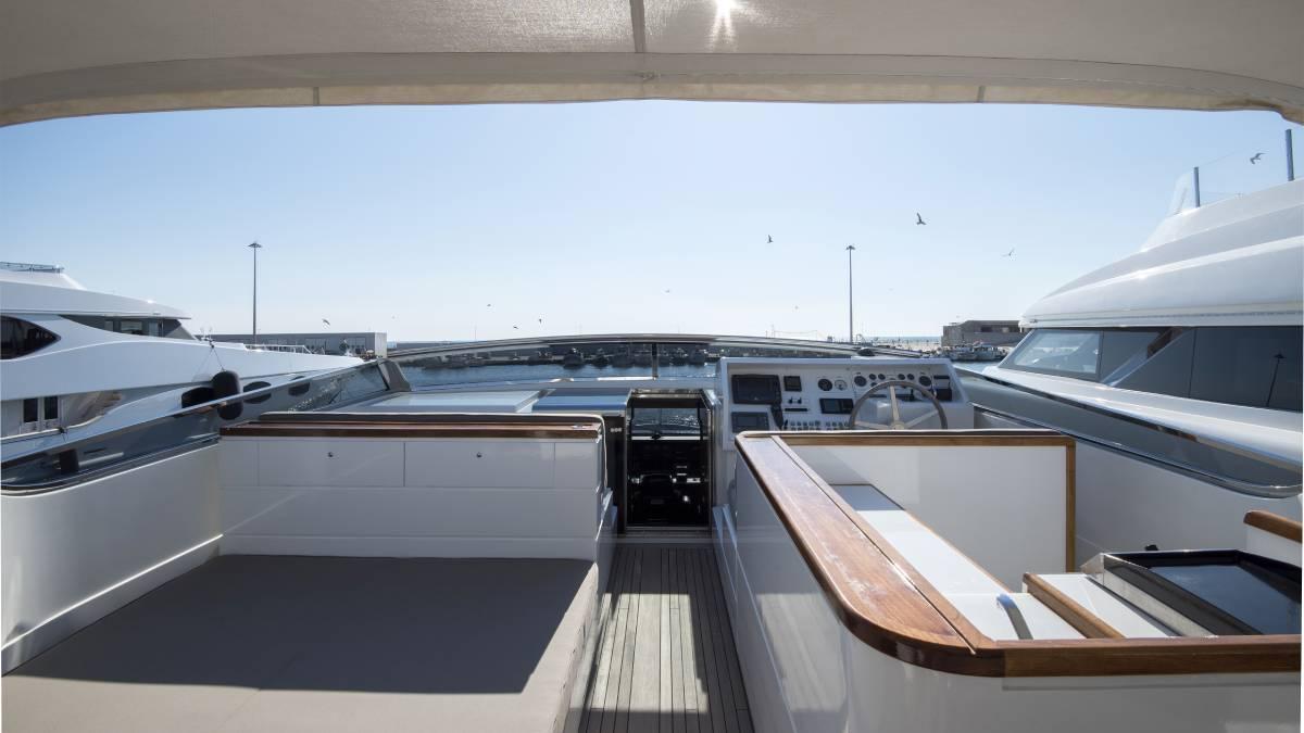 SL 88.433 flybridge