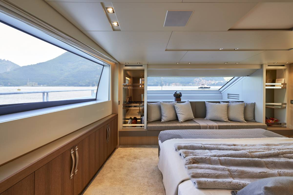 SL106.642_Sanlorenzo_owner_cabin