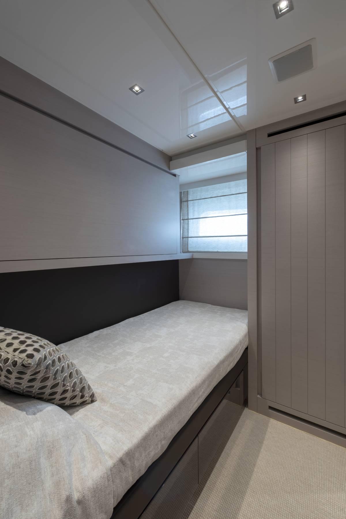 SL78.695_Godilonda_guest_cabin_bed