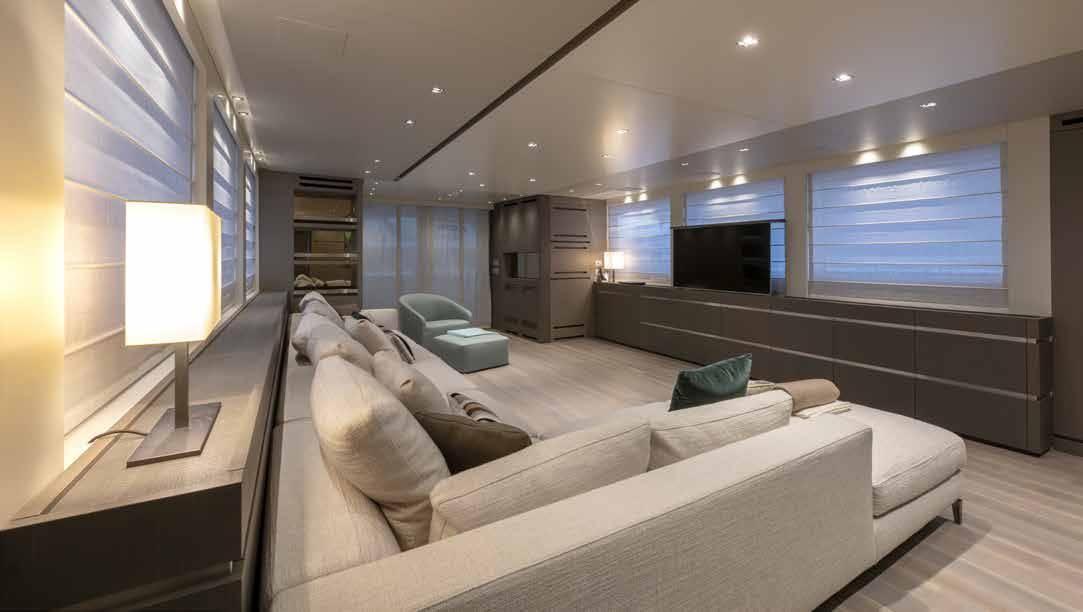 SL96.684_Sanlorenzo_yacht_sofa