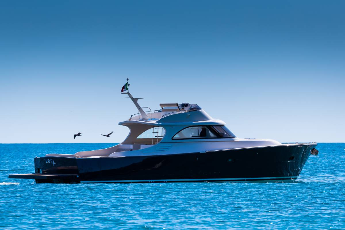 toy 51 fly motoryacht