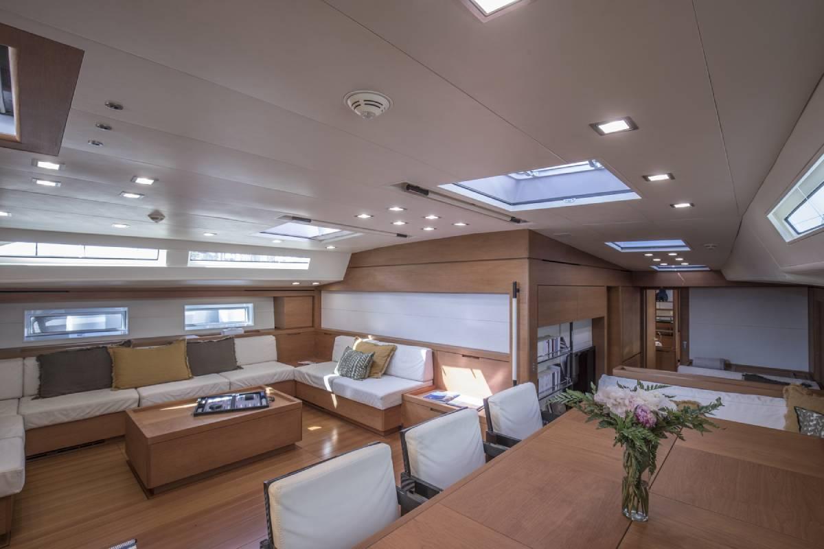 SW110 Thalima interior