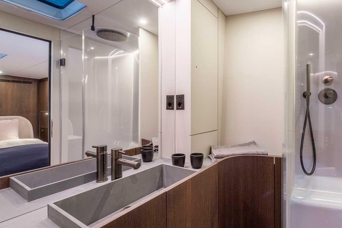 Y7.010 Michael Schmidt yacht en suite toilet