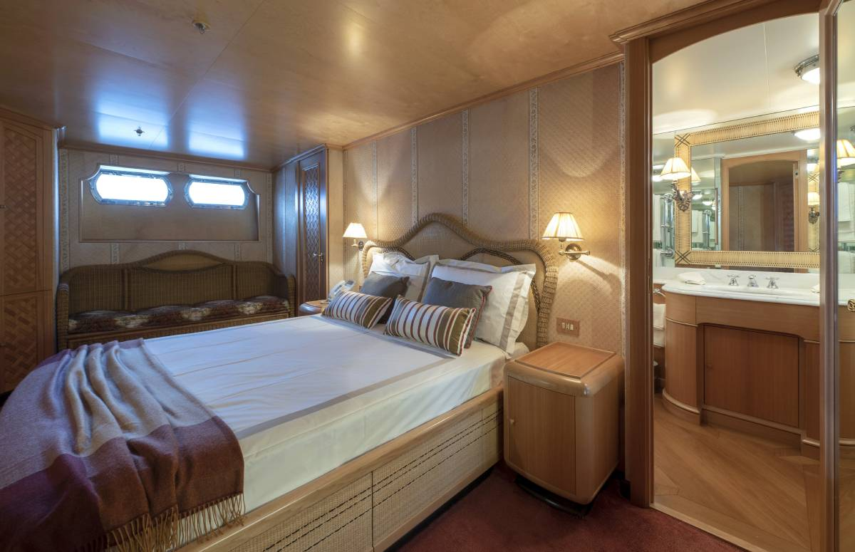 Akhir 110 VIP cabin