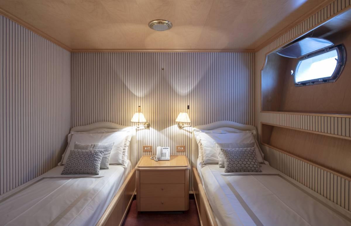 Akhir 110 guest cabin