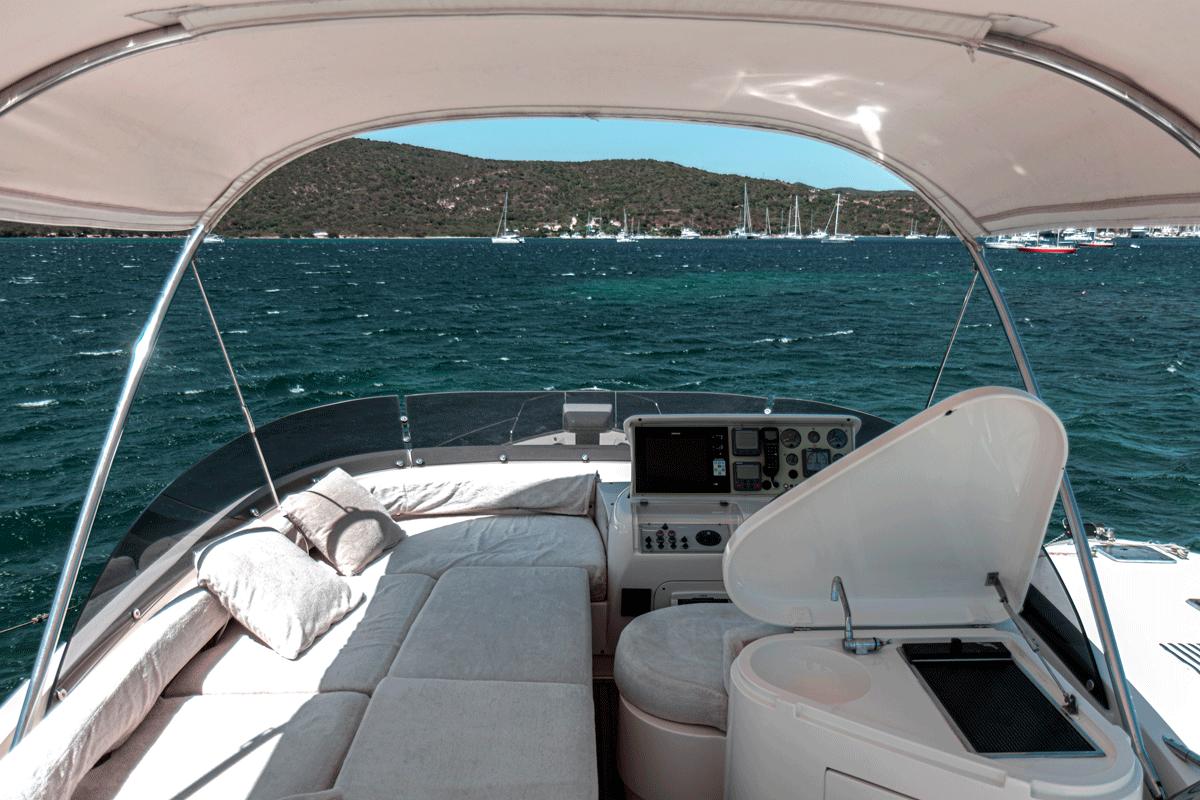 graceland yacht mochi 64