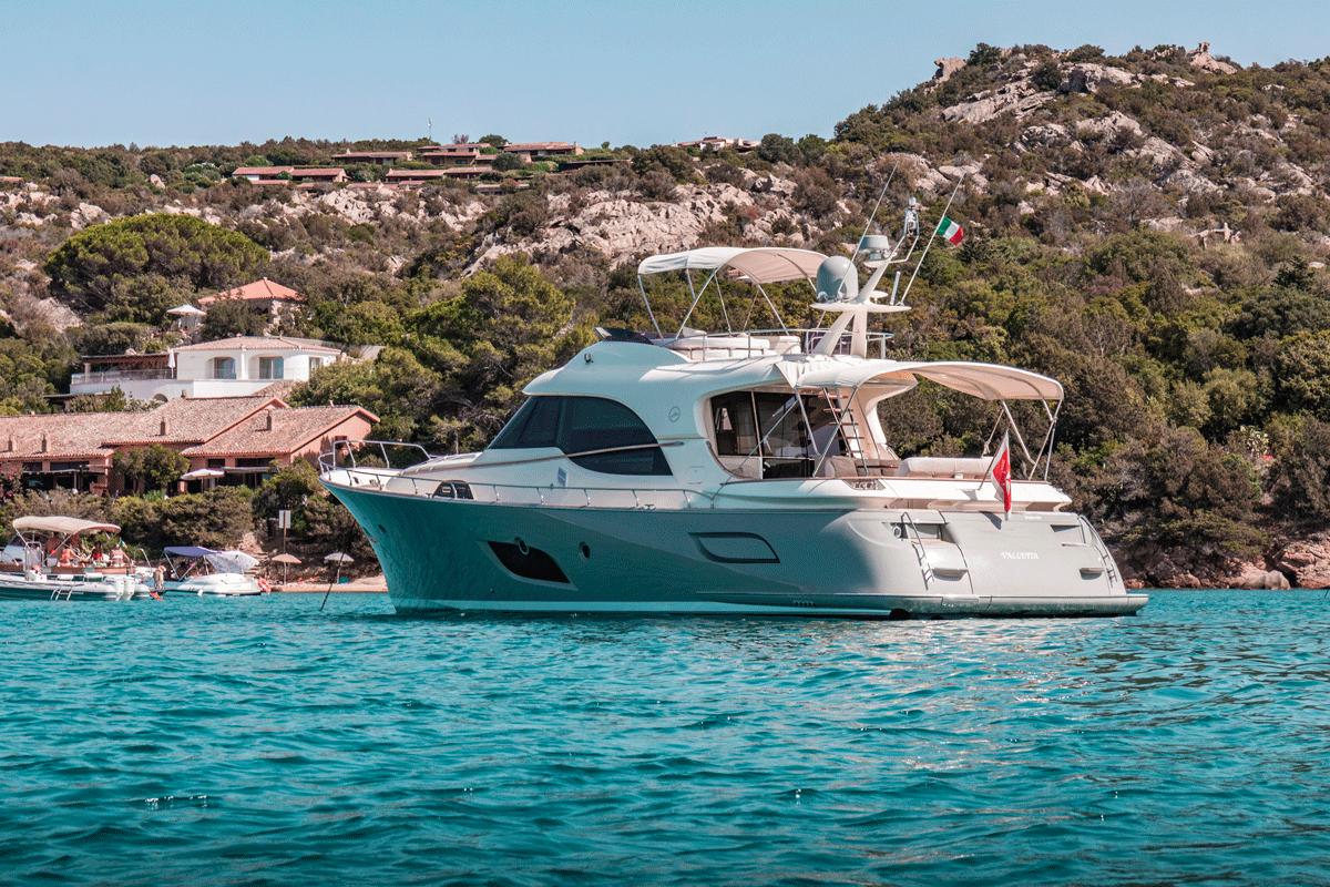 mochi 64 motor yacht sale
