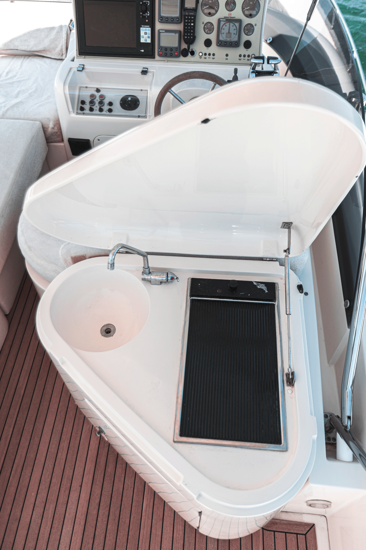 mochi 64 yacht for sale