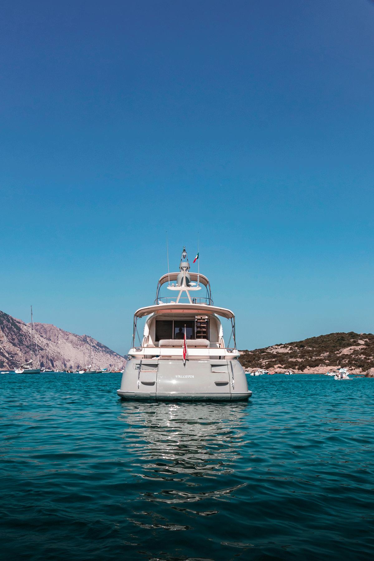 mochi 64 motor yacht