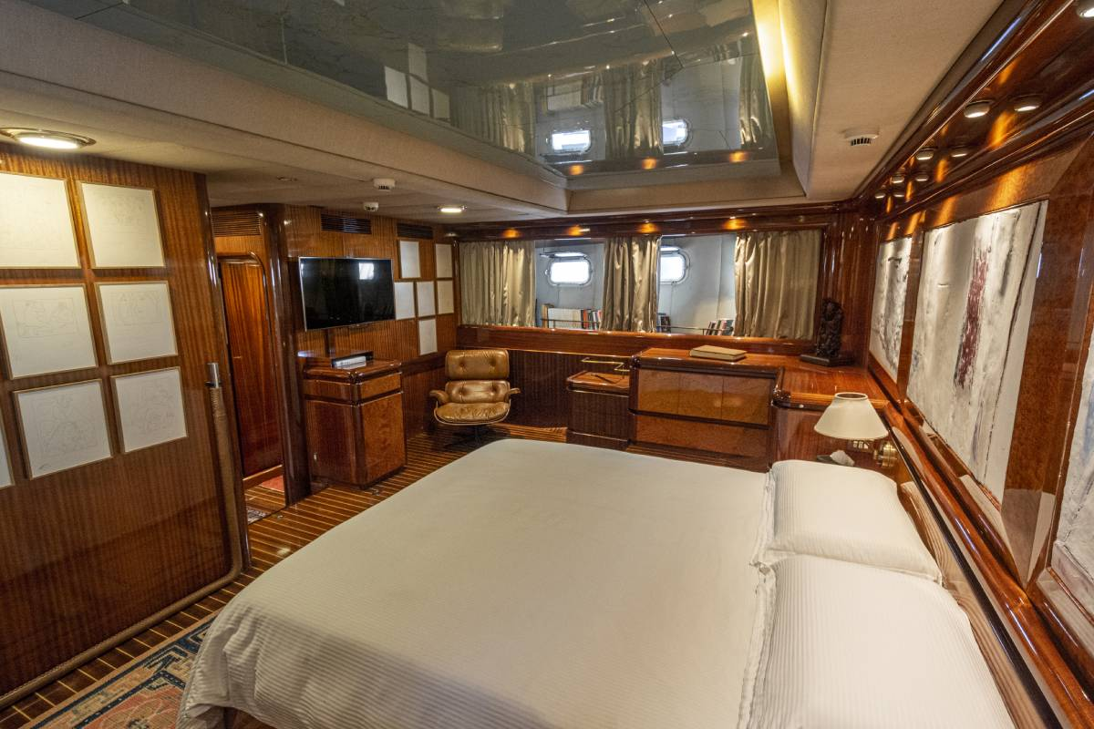 Electa CCYD master stateroom