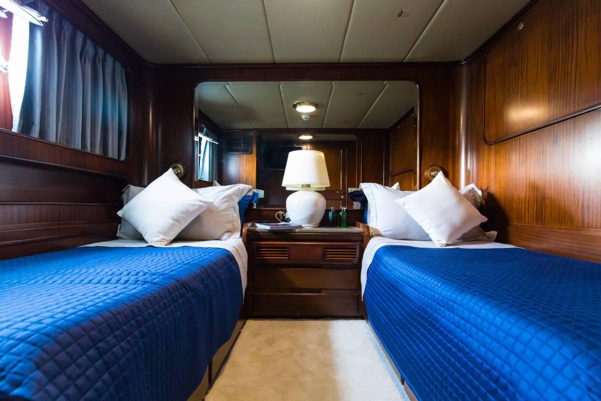 India Benetti twin bed