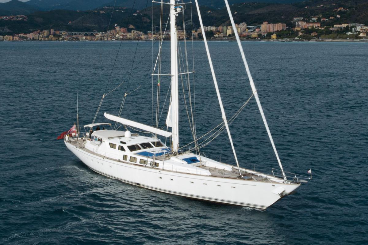 electa sailing yacht