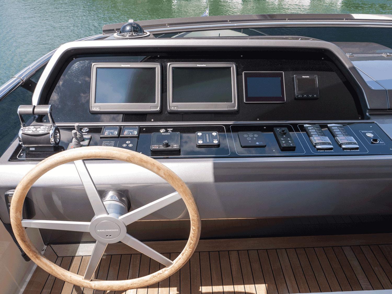 lady e yacht a motore