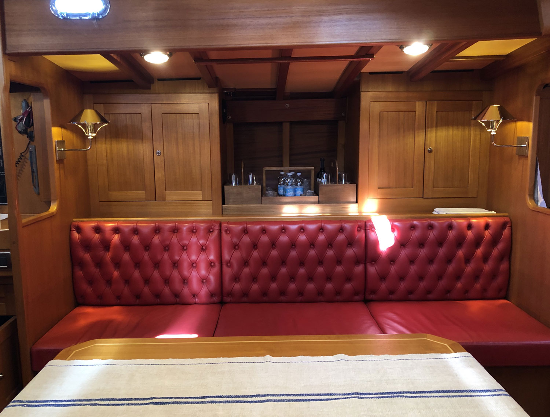 dinette clan 2 yacht