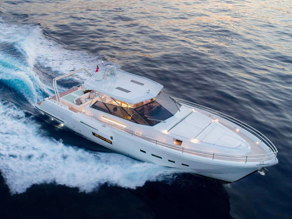 maviho ic yachts open boat